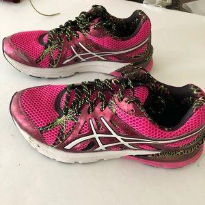 Asics size 7.5 sneakers for women. Size 7.5. Gel